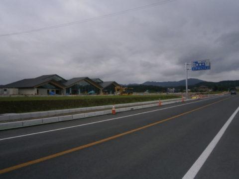 工事中の道の駅ましこ案内板と駅舎