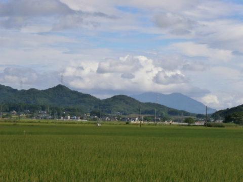 筑波山に掛かる入道雲