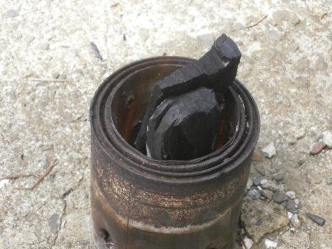 ウッドバーニングストーブ炭投入2