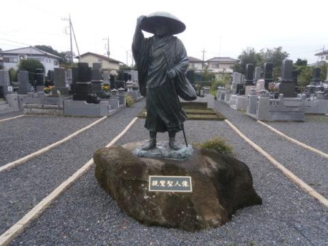 西念寺の親鸞聖人の銅像