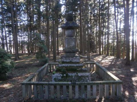 般若寺跡の供養塔