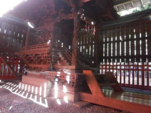 金井神社本殿左側