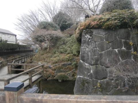 上三川城石垣と堀