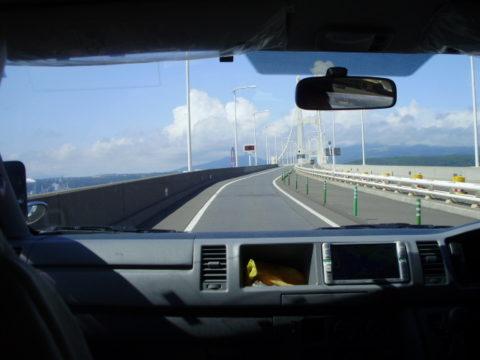 車内から白鳥大橋撮影