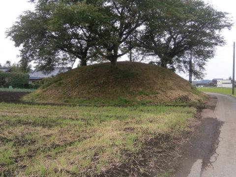 新宮寺塚古墳北から南方向撮影
