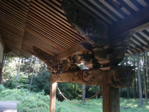 八幡神社本殿下屋下の彫刻