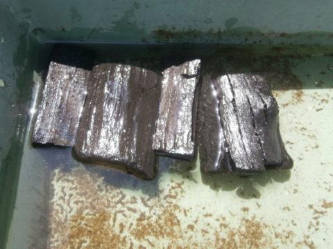 水につけ込んだ炭