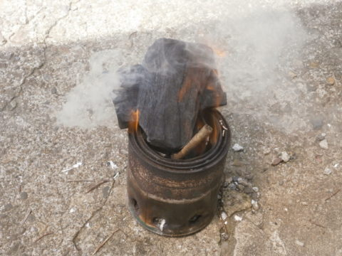 ウッドバーニングストーブ炭投入