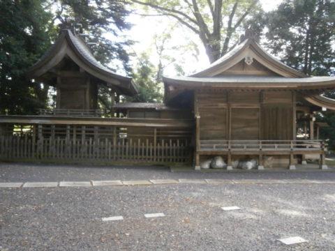 神社本殿側面