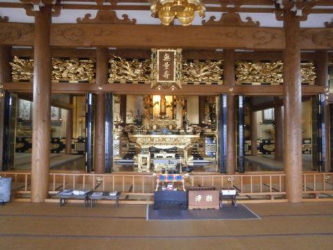 西念寺の本堂内