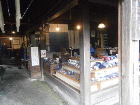 建て屋右側の製品展示