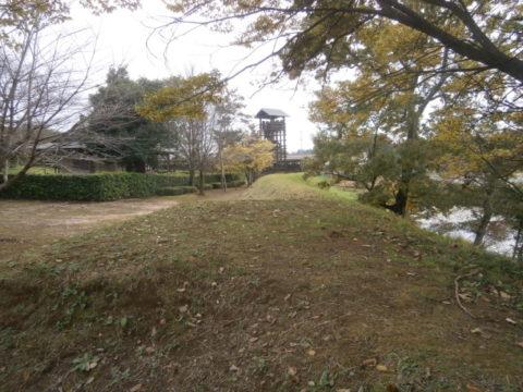 逆井城西ニ郭の土塁