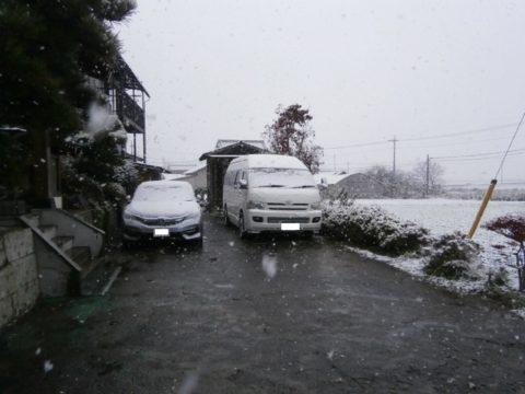 2016ハイエースと初積雪