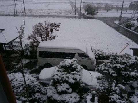 2016ハイエースと初積雪午前11時
