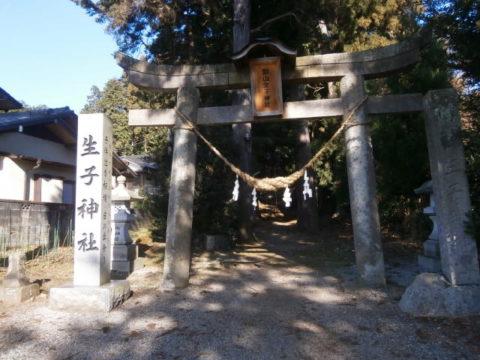 鹿沼市生子神社鳥居と石碑