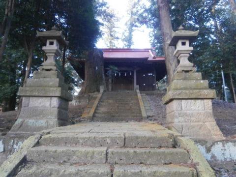 壬生町愛宕神社拝殿と石段の参道