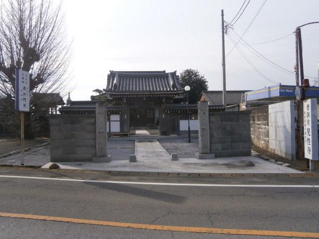 見性寺山門と石碑
