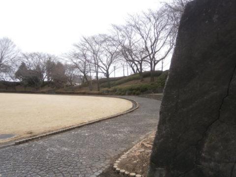 上三川城石垣と主郭内の公園広場